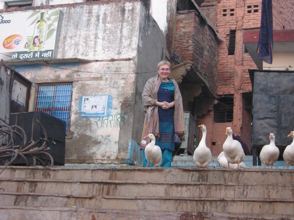 puikūs rūbai ir ...Varanasio gatų žąsys